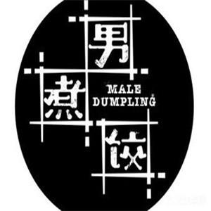 男煮饺饺子