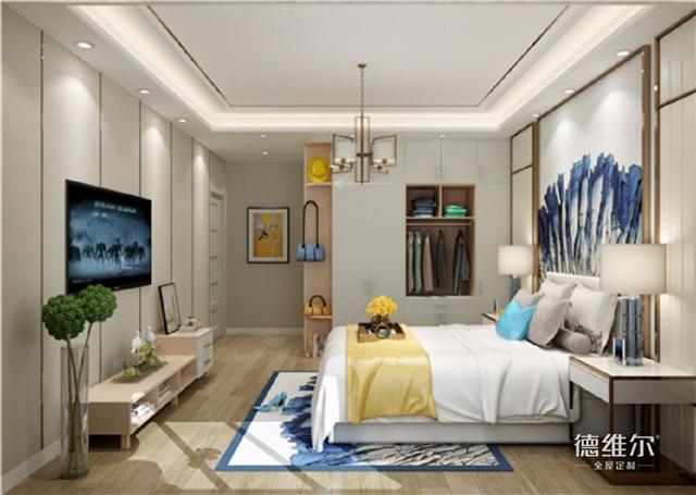 北欧印象-布拉格混搭系列-主卧 笔直交错的木地板、简约的矩形天花吊顶、金色的墙面装饰竖线,即使是简单的线条切割,也再次让人感受到几何线条的魅力。如果你是个追求生活艺术的抽象派,那么床头背景装饰或许能让你发挥大艺术家般的才华。而衣柜、电视柜只用白色与浅木色搭配,纵观这个卧室,干净明朗、不参一丝杂质。