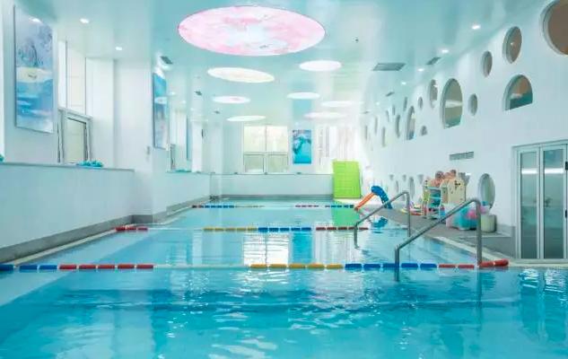 龙格亲子游泳俱乐部加盟费多少钱_龙格亲子游泳加盟条件_1