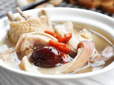 在家怎么煲猪肚鸡?鸿业餐饮集团来为您解答!