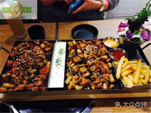 北京特色快餐厅,时刻蜜汁鸡特色时尚轻快餐倾力扶持