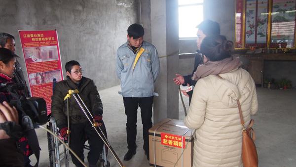 【涓涓行动】安徽蒙城:品冠之家看望16岁重病少年小梦龙(图)_2