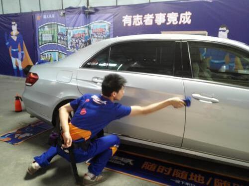 """""""洗车超人""""用微水洗车 一瓶矿泉水洗净一辆车(图)_3"""