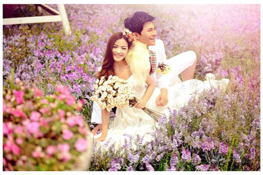 天然婚纱摄影