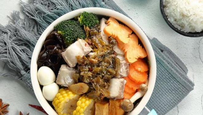 特色焖锅饭