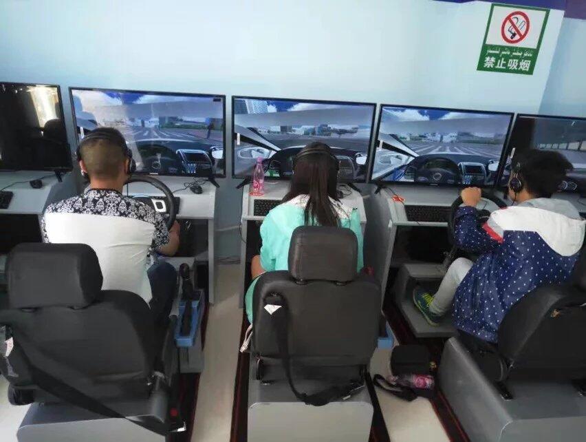 不想打工 开一家模拟驾驶训练馆吧