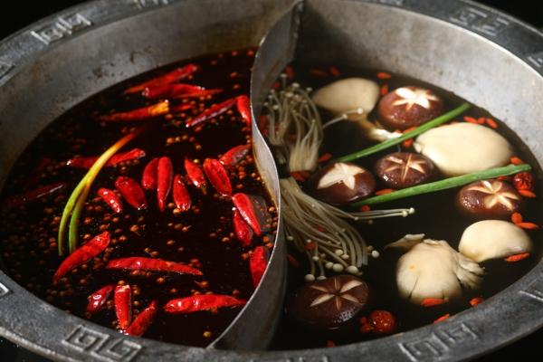 重庆本地人推荐火锅:这么香的味道,没想到来自乱劈柴_4