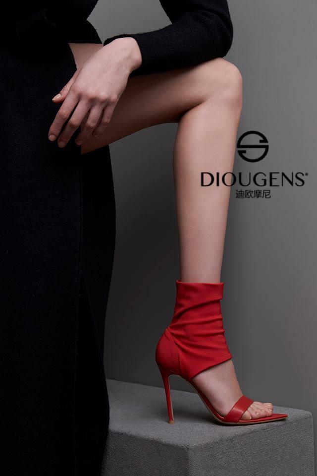 迪欧摩尼潮流时尚女鞋:潮流与经典的碰撞格外动人!_1