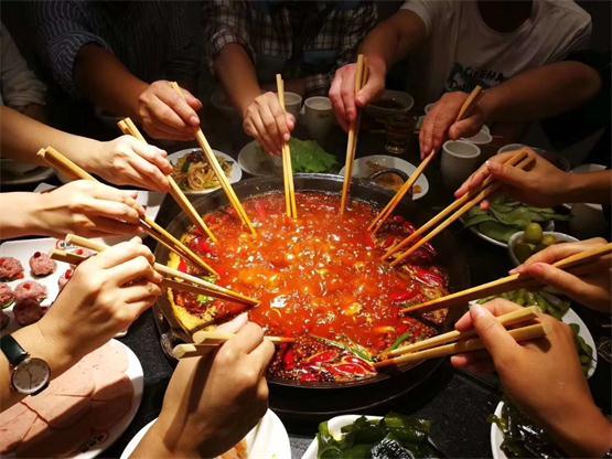 重慶有哪些好吃的火鍋?不夸張,這家店我能從白天吃到晚上!_1