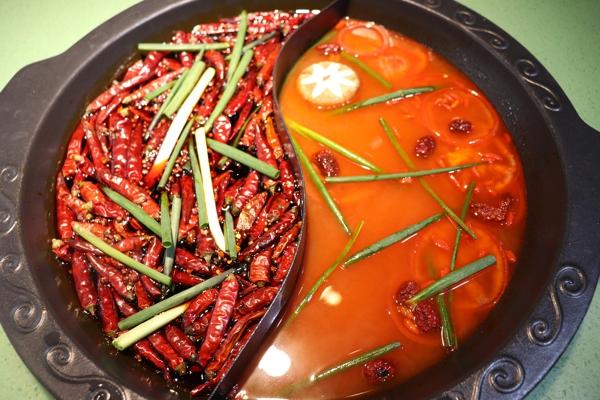 重慶有名的火鍋店:來這里,你就是只吃鍋底,也能吃飽_2
