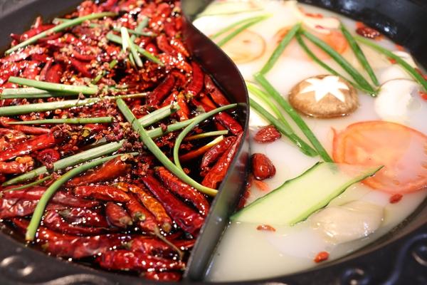 重慶有名的火鍋店:來這里,你就是只吃鍋底,也能吃飽_3
