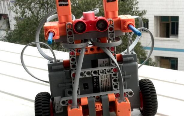 中鸣机器人教育加盟_1