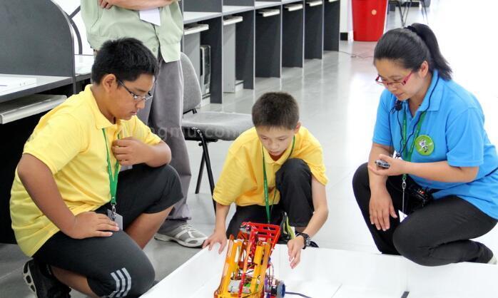 i奇机器人教育加盟_1